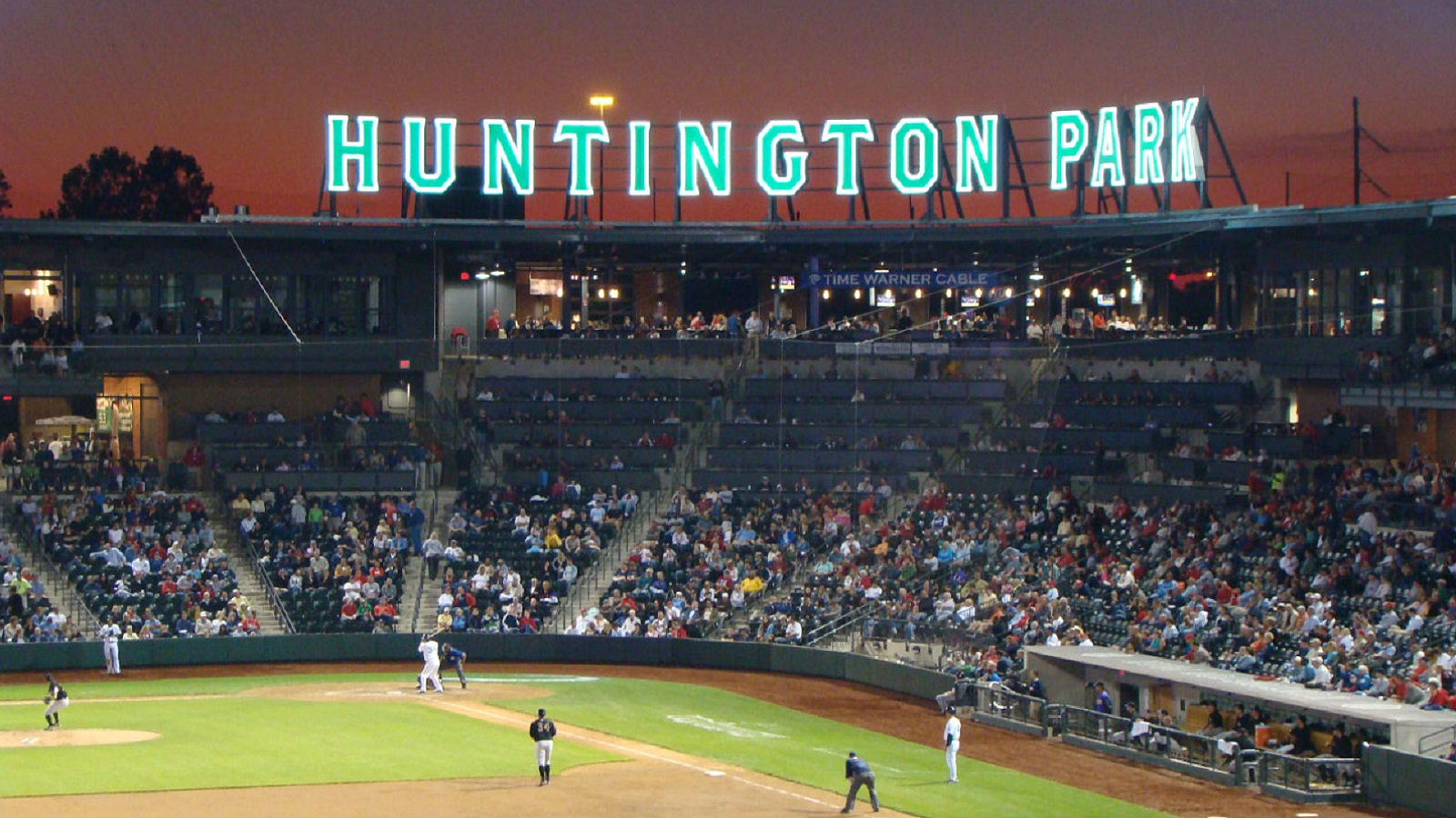 Hotels near Huntington Park